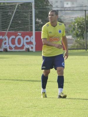 Zagueiro Nilton, do Cruzeiro (Foto: Gabriel Medeiros / Globoesporte.com)