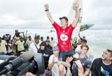 Tubos, a�reos, chuva e John John nos bra�os da torcida: o dia final do Rio Pro