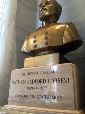 Busto de Nathan Bedford Forrest no Capitólio de Nashville, no Tennessee (Foto: Dave Boucher/The Tennessean via AP)