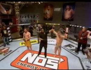 Colton Smith derrotou Eddy Ellis na decisão unânime (Foto: Reprodução/Youtube)
