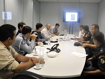 Reunião responsáveis pelo trânsito da Corrida de Reis (Foto: Tita Mara Teixeira/GLOBOESPORTE.COM)