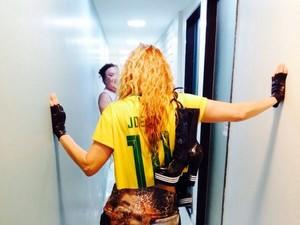 Joelma divulgou nas redes sociais imagens dos bastidores do novo clipe da carreira solo, uma música em espanhol (Foto: Divulgação / Joelma Calypso)