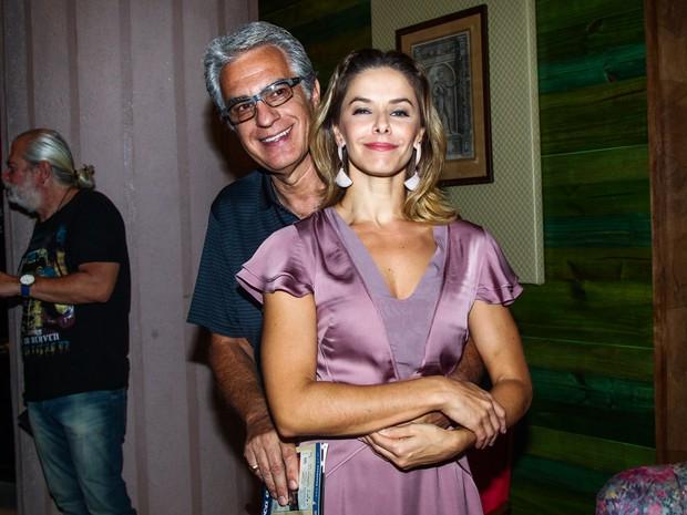 Bianca Rinaldi com o marido, Eduardo Menga, em estreia de peça em São Paulo (Foto: Manuela Scarpa e Marcos Ribas/ Foto Rio News)