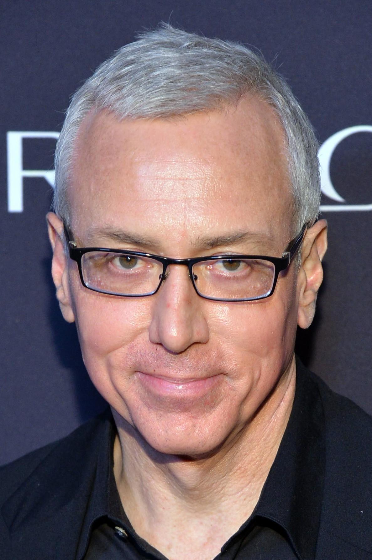 O médico norte-americano, conhecido pelo reality show 'Celebrity Rehad with Dr. Drew', revelou que se submeteu a uma cirurgia de câncer de próstata em 2013 e hoje está livre da doença. (Foto: Getty Images)