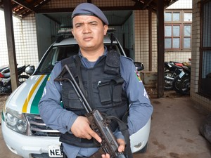 De acordo com o cabo Lazamé, o suspeito tem passem por furto (Foto: Jorge Abreu/G1)