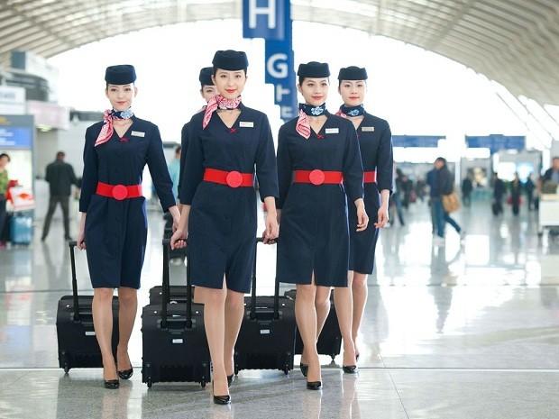 Os uniformes da China Eastern (Foto: Divulgação)