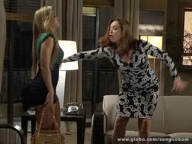 Damáris expulsa a Mulher Pupunha da casa de Wilson (Foto: Sangue Bom / TV Globo)
