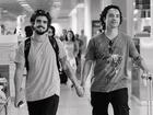 Caio Castro brinca em foto de mãos dadas com Marco Luque: 'Estou feliz'
