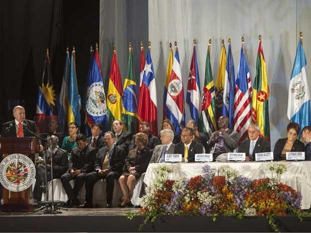 Secretário-Geral da Organização dos Estados Americanos, o chileno José Miguel Insulza discursa durante a inauguração da XLIII Assembléia Geral da OEA em Antigua Guatemala (Foto: AFP PHOTO / STR)