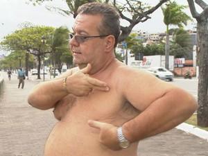 Robson precisou fazer a retirada da mama esquerda (Foto: Reprodução/ TV Gazeta)