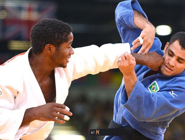 Bruno Mendonça é derrotado no judô (Foto: AFP)