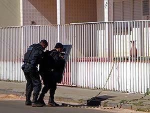 Ação foi realizada pelas polícias Militar e Civil (Foto: Vanderlei Gontijo)
