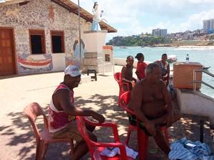 Pescadores no Rio Vermelho (Foto: Maiana Belo/G1)