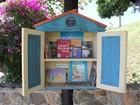 Minibibliotecas estimulam a leitura em pontos de ônibus em Piracaia, SP