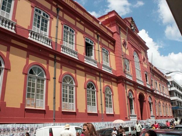 Nova biblioteca poderá ser reaberta em janeiro de 2013 (Foto: Adneison Severiano/G1 AM)