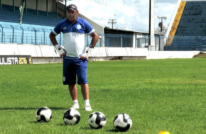 Luiz Antônio Maier, treinador de goleiros do MAC, autor do hino da Chapecoense (Foto: Sérgio Pais)