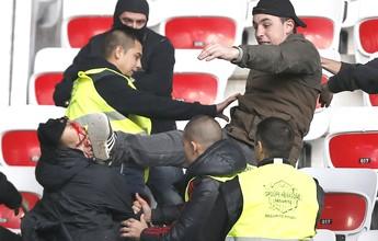 """Polícia inglesa obriga """"hooligans"""" a entregarem passaportes antes da Euro"""