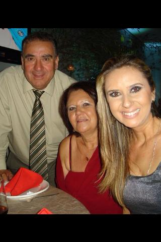Débora de Oliveira com a mãe Ivone (Foto: Arquivo pessoal)