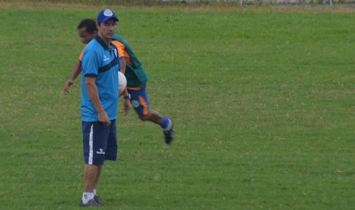 Betinho, confiança, treino, itabaiana, presidente médici (Foto: João Áquila / GloboEsporte.com)