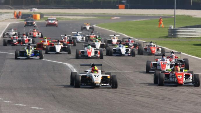 João Vieira conseguiu a quinta colocação na terceira corrida da primeira etapa da F4 mas abandonou a prova por problemas no carro (Foto: Quick Comunicação/Divulgação)