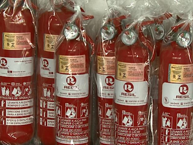 Extintores do tipo ABC estão em falta em São Carlos (Foto: Marlon Tavoni/EPTV)