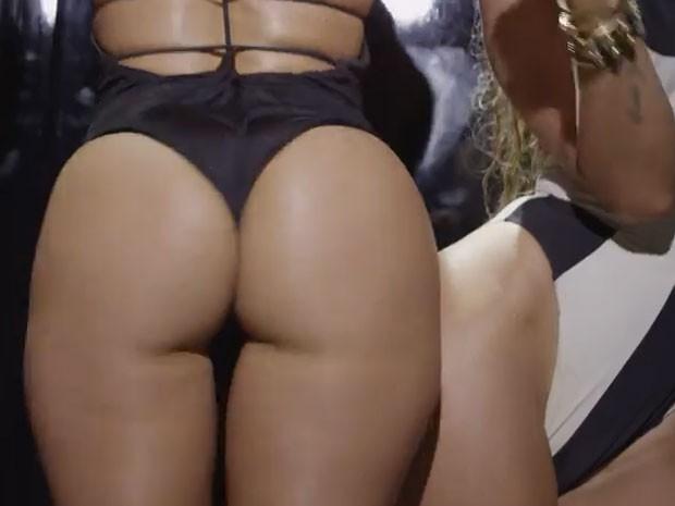 Jennifer Lopez e Iggy Azalea em ação no clipe da música Booty (Foto: Youtube/ Reprodução)