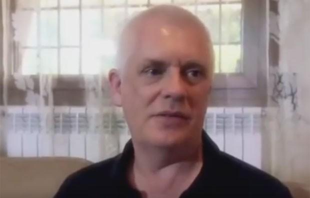 Nicholas Goddard, de 61 anos, dava aulas na universidade há 25 anos. Ele era conhecido como 'Velho Nick' na pornografia (Foto: Reprodução/YouTube/Getting Near)
