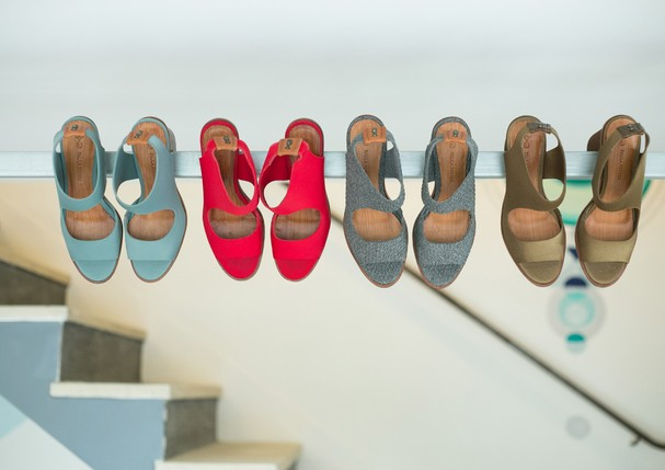 Os sapatos de Paula Ferber expostos no novo endereço (Foto: Divulgação)