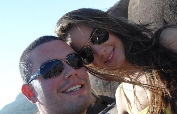 Modelo Bruna, suspeita de golpe, com o ex-namorado, Ryan balbino, em Goiás (Foto: Arquivo pessoal)