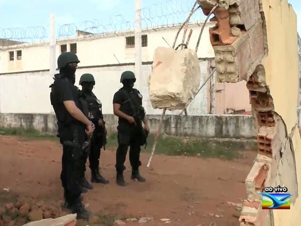 Após a fuga, homens do Geop reforçam a segurança em Pedrinhas nesta quinta-feira (11) (Foto: Reprodução / TV Mirante)