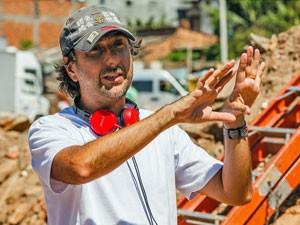 O diretor Vicente Amorim no set de 'Irmã Dulce' (Foto: Ique Esteves/Divulgação)