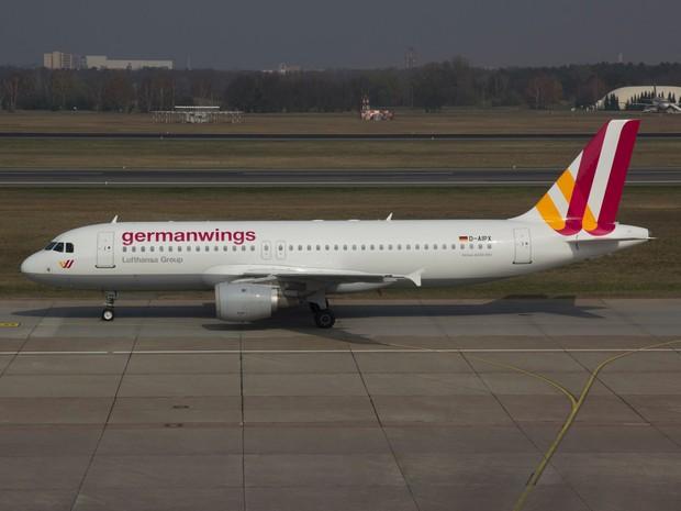 Airbus A 320, da companhia alemã Germanwings, no aeroporto de Berlim, na Alemanha, em março de 2014 (Foto: Jan Seba/Reuters/Arquivo)