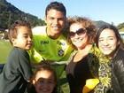 Família de Ronaldo Fenômeno visita a seleção na Granja Comary