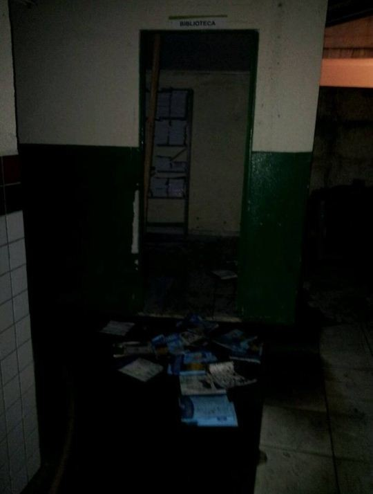 Escola no bairro São Domingos, em Navegantes, também foi incendiada (Foto: Bombeiros de Navegantes/Divulgação)