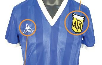 """Camisa Única: manto azul da """"Mão de Deus"""" de Maradona está na Inglaterra"""