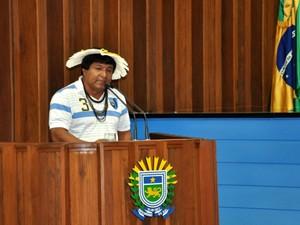 Representante indígena falou no plenário e pdeiu aceleração dos processo de demarcação de terras (Foto: Tatiane Queiroz/ G1MS)