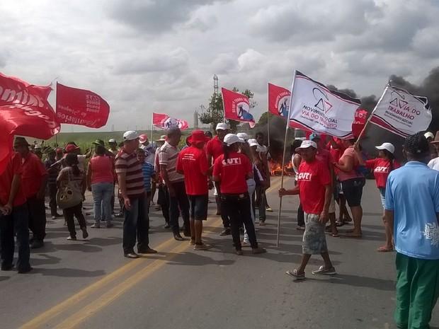 Representantes de vários movimentos sociais e sindicais estão no protesto (Foto: Arquivo Pessoal/Antonio Marrom)