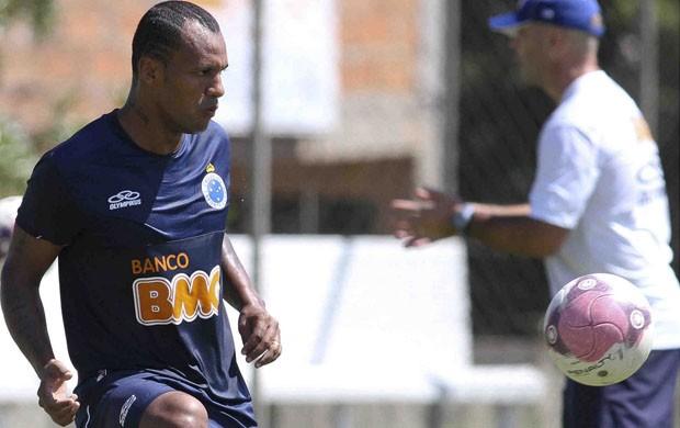 Amaral diz que pode jogar como lateral-direito (Foto: Washington Alves / Vipcomm)