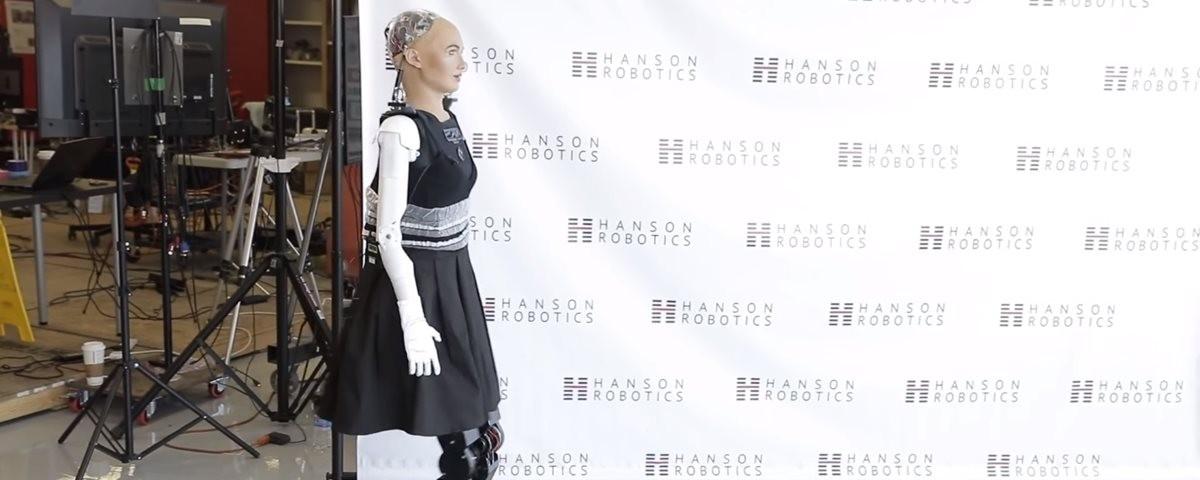Robô Sophia dá seus primeiros passos com as pernas novas (Foto: Hanson Robotics)