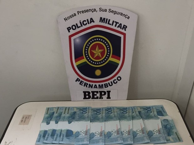 Homem é preso com notas falsas em Camocim  (Foto: Divulgação/Polícia Militar)