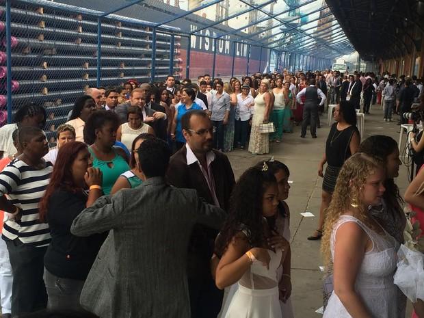 TJ-RJ promove casamento coletivo de 160 casais homoafetivos no galpão do Armazém Utopia, na Zona Portuária do Rio (Foto: Daniel Silveira/G1)