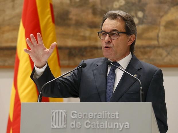 Presidente do Governo da Catalunha. Artur Mas, fala durante coletiva de imprensa na sede do governo em Barcelona (Foto: Albert Gea/Reuters)