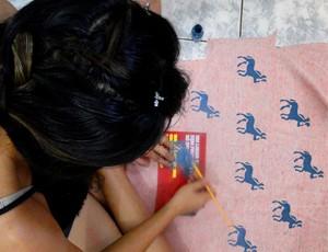 Peças são criadas ou recriadas artesanalmente (Foto: Ateliê Azul de Metileno / Arquivo)
