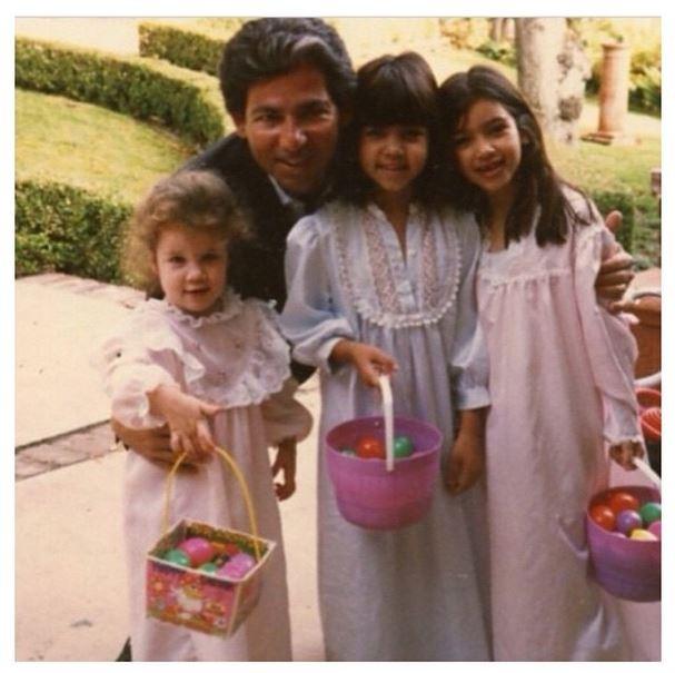 Kim Kardashian com as irmãs e o pai (Foto: Instagram)