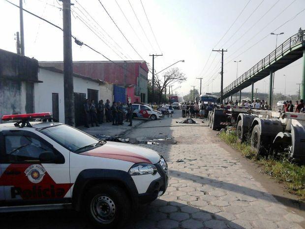 Três pessoas foram baleadas após discussão em Guarujá (Foto: Roberto Strauss/G1)