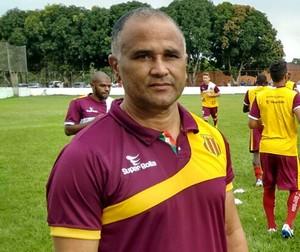Oliveira Canindé - treinador Sampaio (Foto: Afonso Diniz)