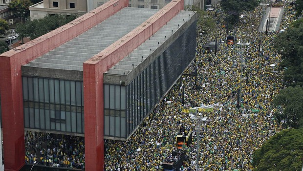 SIGA: Av. Paulista reúne 1 milhão, diz PM; 23 estados e DF protestam contra Dilma (SIGA: Av. Paulista reúne 1 milhão, diz PM; 22 estados e DF protestam contra Dilma (Miguel Schincariol/AFP))