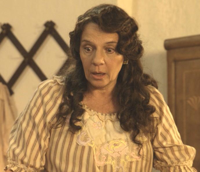 Eponina está preocupada com a lua de mel (Foto: TV Globo)