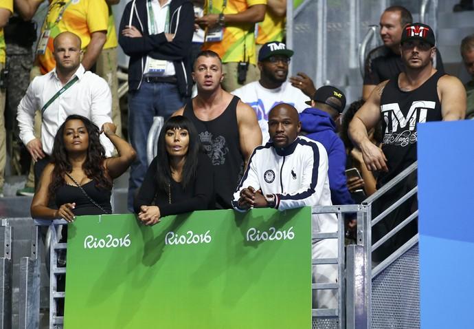 Floyd Mayweather Jr acompanha o boxe dos Jogos do Rio (Foto: REUTERS/Peter Cziborra)