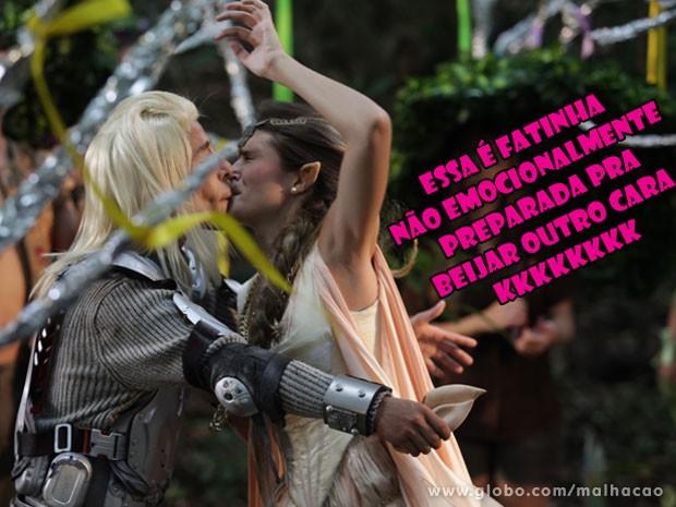 OLHA QUE FIGURA! KKKK Fatinha tá fazendo jogo duro e não quer beijar o Pilha (Foto: Malhação / Tv Globo)